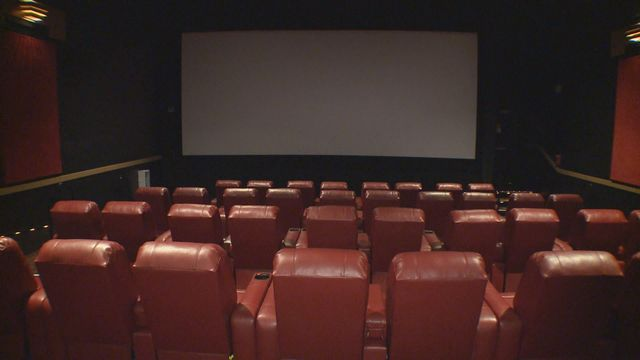 2 regal cinemas to show presidential debate